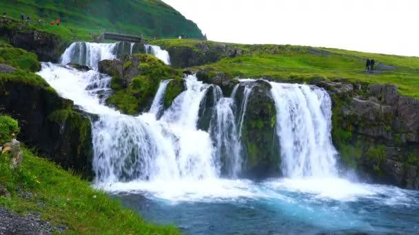 Pohled na krásné Kirkjufellsfoss v řece Kirkjufellsa v Grundarfjordur vesnice v severní části Snaefellsnes poloostrova v regionu West Iceland