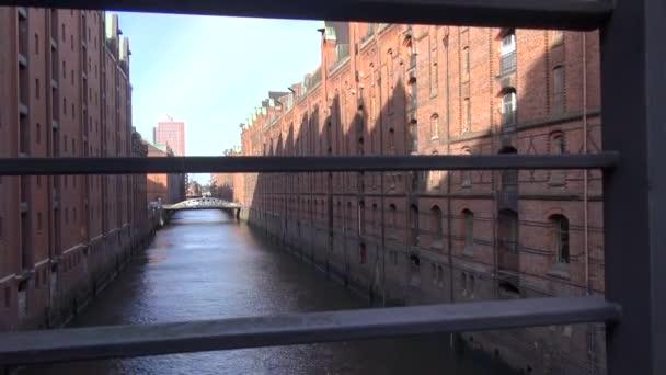 Bewegung-Zeitraffer: eine Flotte in der Speicherstadt (wörtlich: Stadt der Lager, Bedeutung Warehouse District), Hamburg, Deutschland, der größten Speicherstadt in der Welt