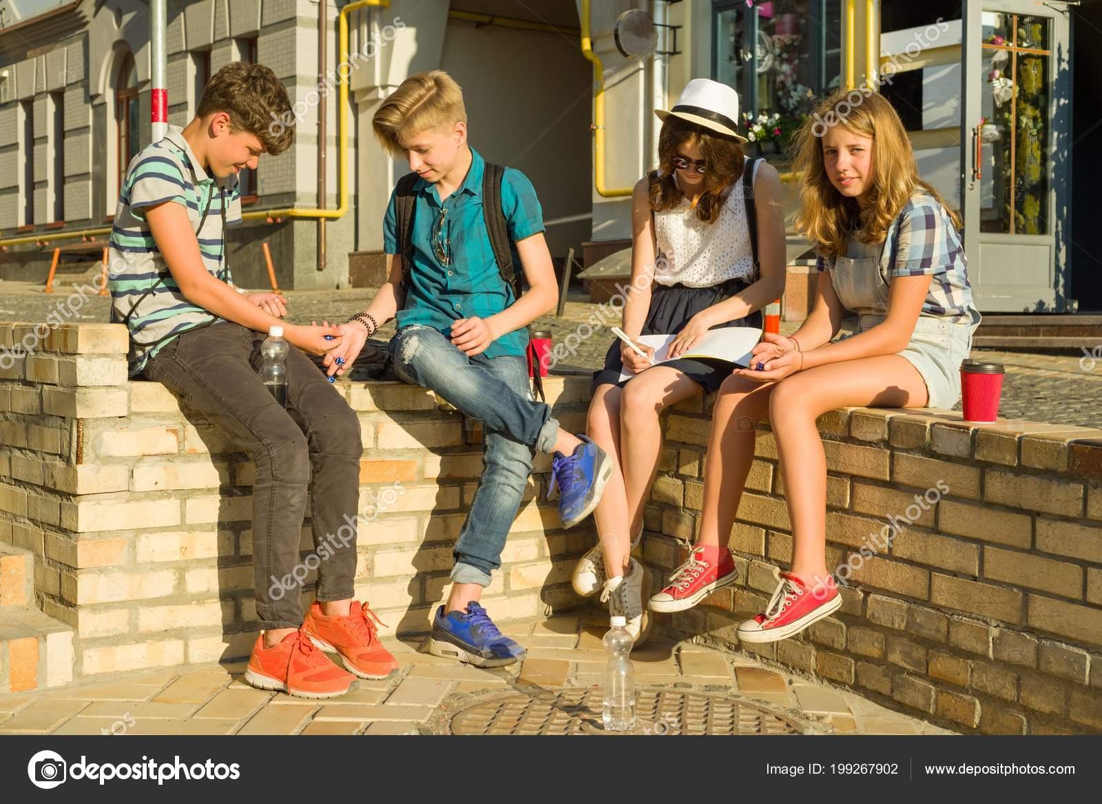 Grupo Comunicacion Recreacion Hijos Adolescentes Amigos Jugar Juego
