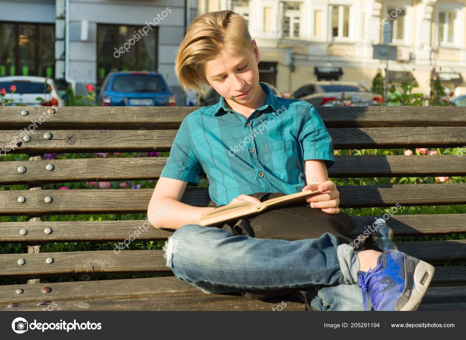 Portrait Plein Air Adolescent Jeune Fille Ans Assis Sur Banc