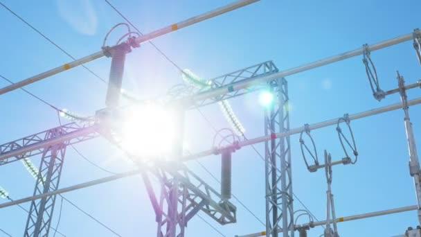 Stromverteilung Umspannwerk mit keramischen Isolatoren
