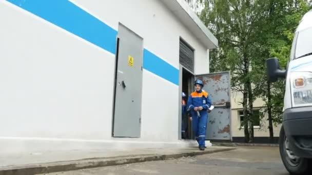 dipendenti della società andare fuori sottostazione di distribuzione elettrica