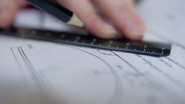 makró nő tervező mérnök a projekt terv vonal rajzolása