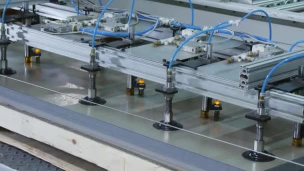 Manipulátor s přísavky s odsáváním s kovovými listy