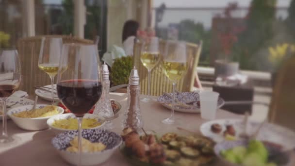 Gruppe von Freunden bei einer Penthouse-Terrassenparty