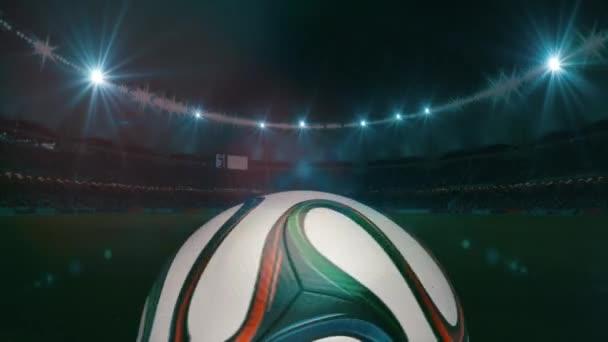 Fotbalový míč kruh a rohlíky na fotbalovém hřišti, 4k, animace