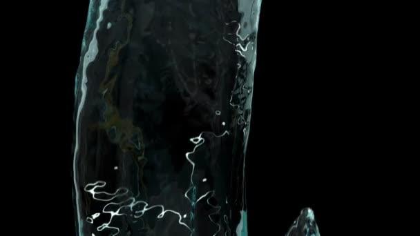 csörög a kék víz fröccsenő és lassú mozgásban áramlik