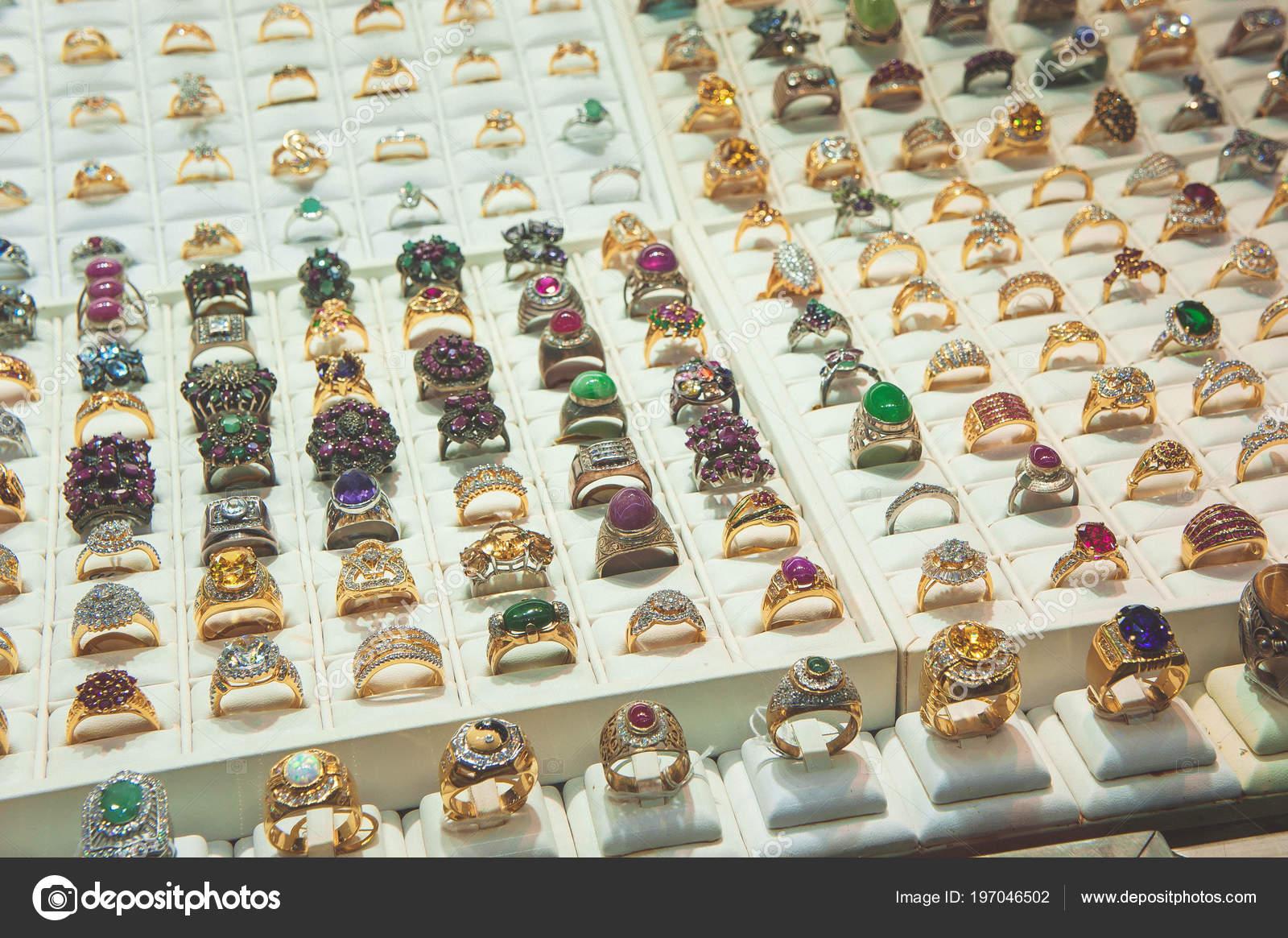 le dernier f56f9 7a84e Bijoux Vitrine Bague Diamant Bijoux Magasin Pour Anneau ...