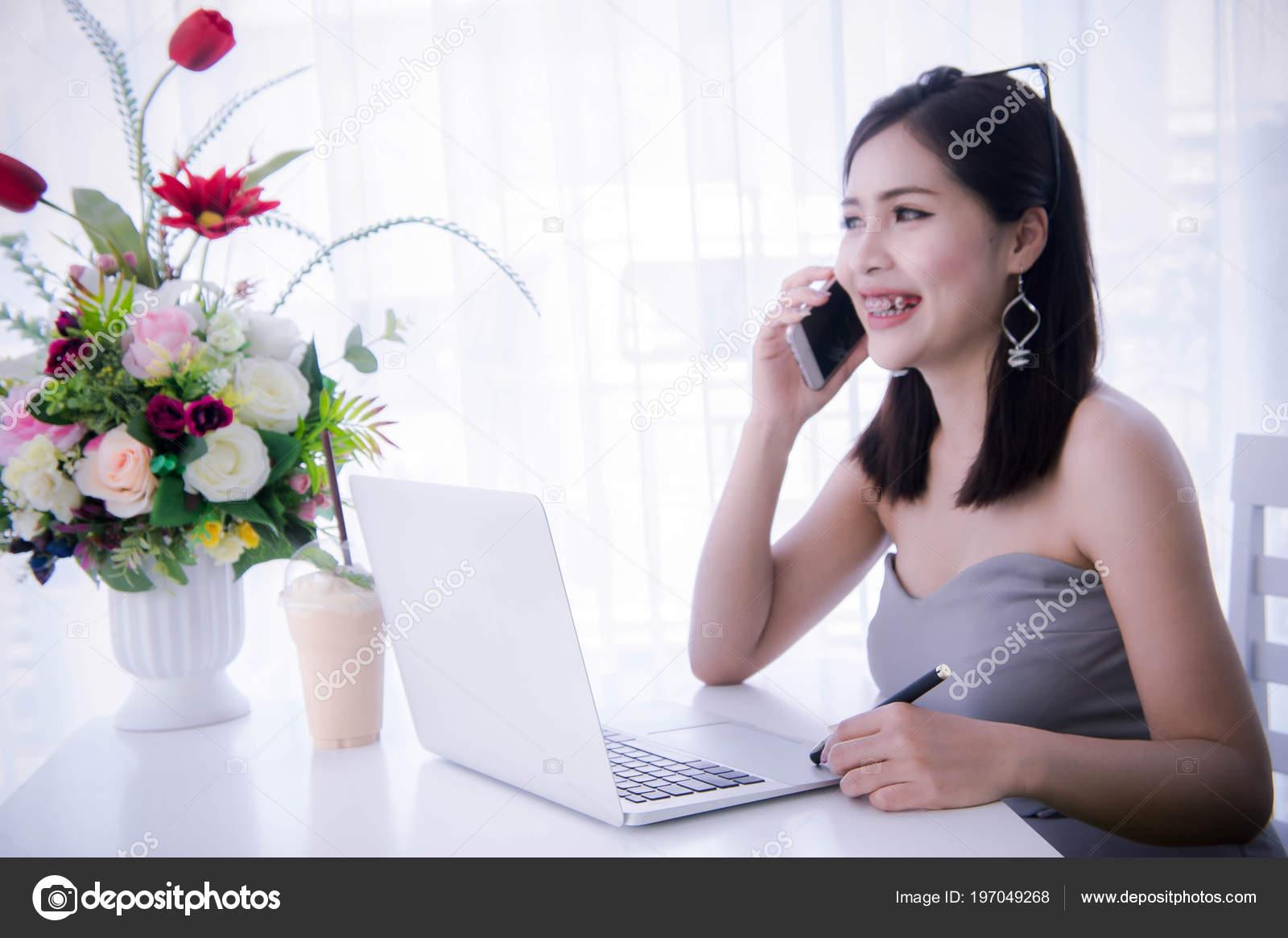 Девушки для онлайн работы постройка канала форекс