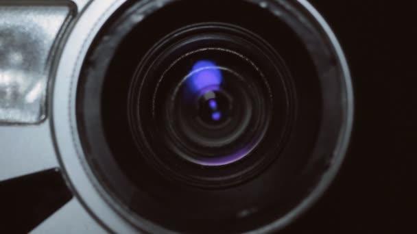 Fotoaparát zoom. Při pořizování video kamery, zvětšení nebo zmenšení měřítka.