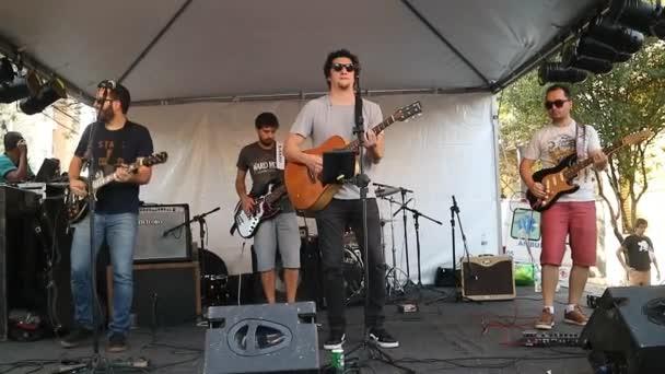 Sao Paulo, Brazílie 9 prosince 2018: Neidentifikovaný hudební kapela jazzu a populární hudby ve veřejné a kulturní ulice událostí v Sao Paulo Brazílie. Hudební nástroje a hlas.