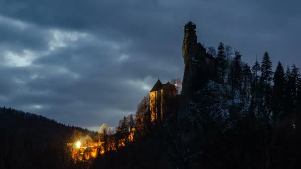 Dramatické nebe nad draculas hrad časová prodleva