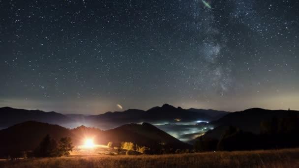 Mléčná dráha v Hvězdné noční krajina časová prodleva