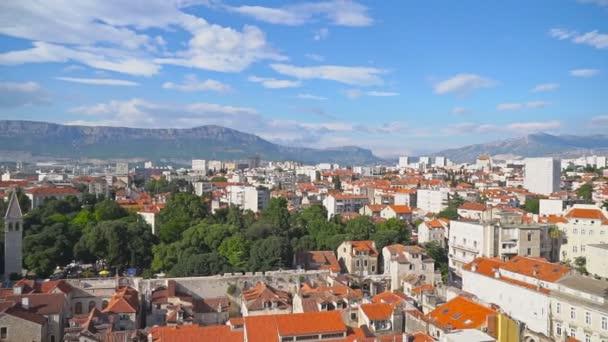 Panoramatický pohled na staré město Split, Chorvatsko.