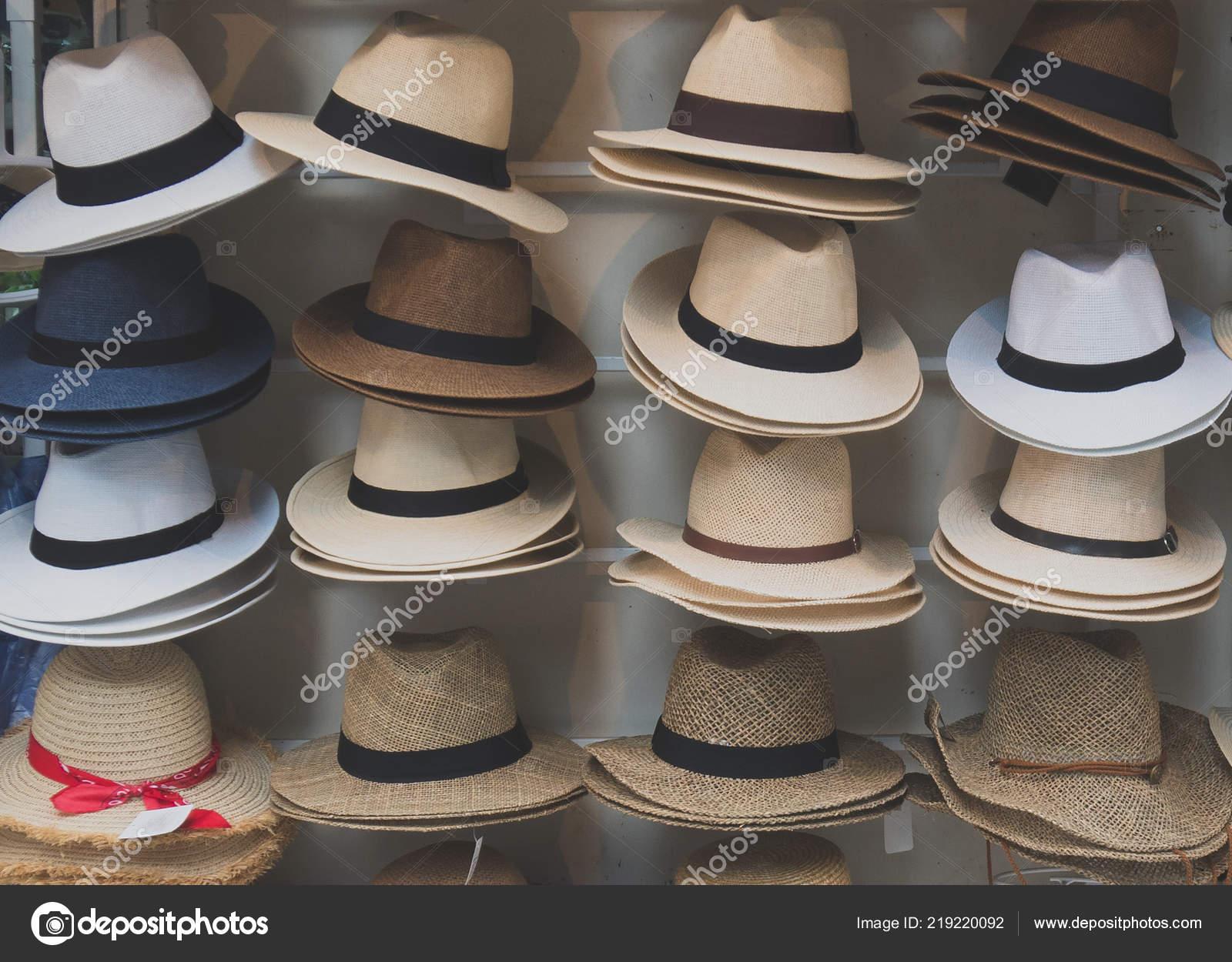 1d1c3f18e9 Variedad Sombreros Para Venta Mercado — Foto de stock © dmitrimaruta ...