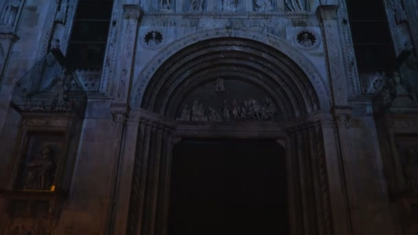 Roman Catholic cathedral of the city of Como at night.