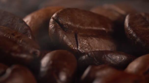Frissen pörkölt kávébab makronézete.