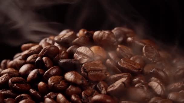 Frissen pörkölt kávébab füsttel.