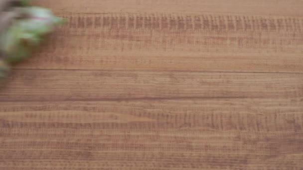 opravy a dekorace. Předloha se aplikuje na ekologicky šetrný nátěr na dřevěné podlaze-přírodní olejový vosk tmavý
