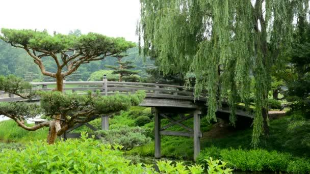 Most přes řeku do japonské zahrady