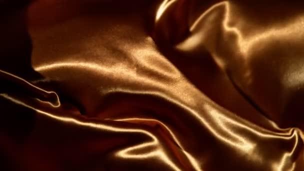 Super zpomalené mávání zlaté sametovou látkou v detailu. Natočeno na vysokorychlostní cinema camera, 1000fps.