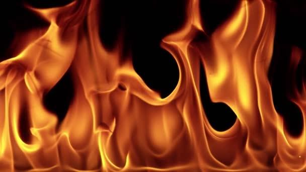 Mimořádně pomalý pohyb plamenů na černém pozadí. Natáčeny z vysokorychlostní filmové kamery, 1000 fps