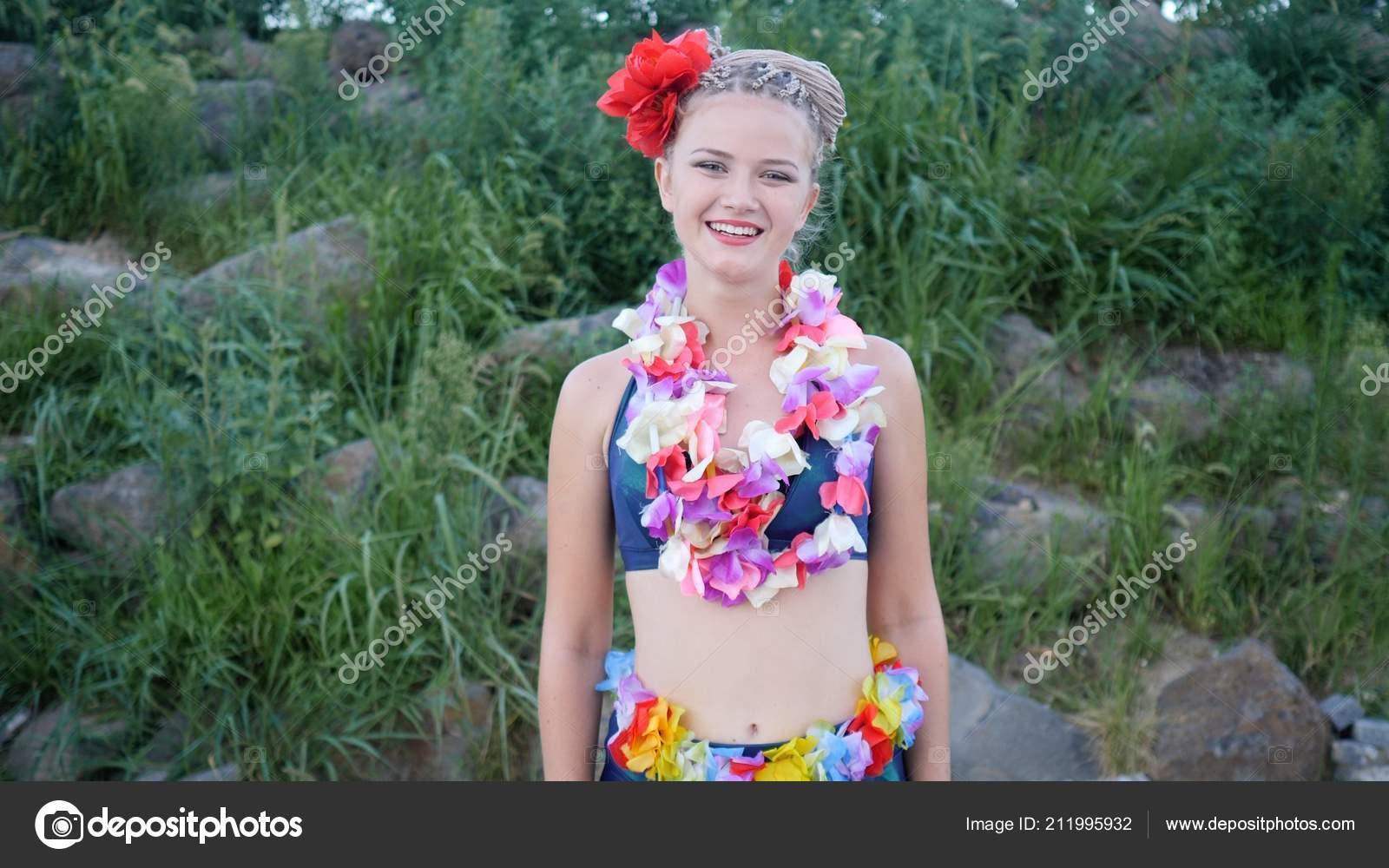 Hawaii Frau Mit Lei Blumengirlande Rosa Orchideen Schönen Lächeln