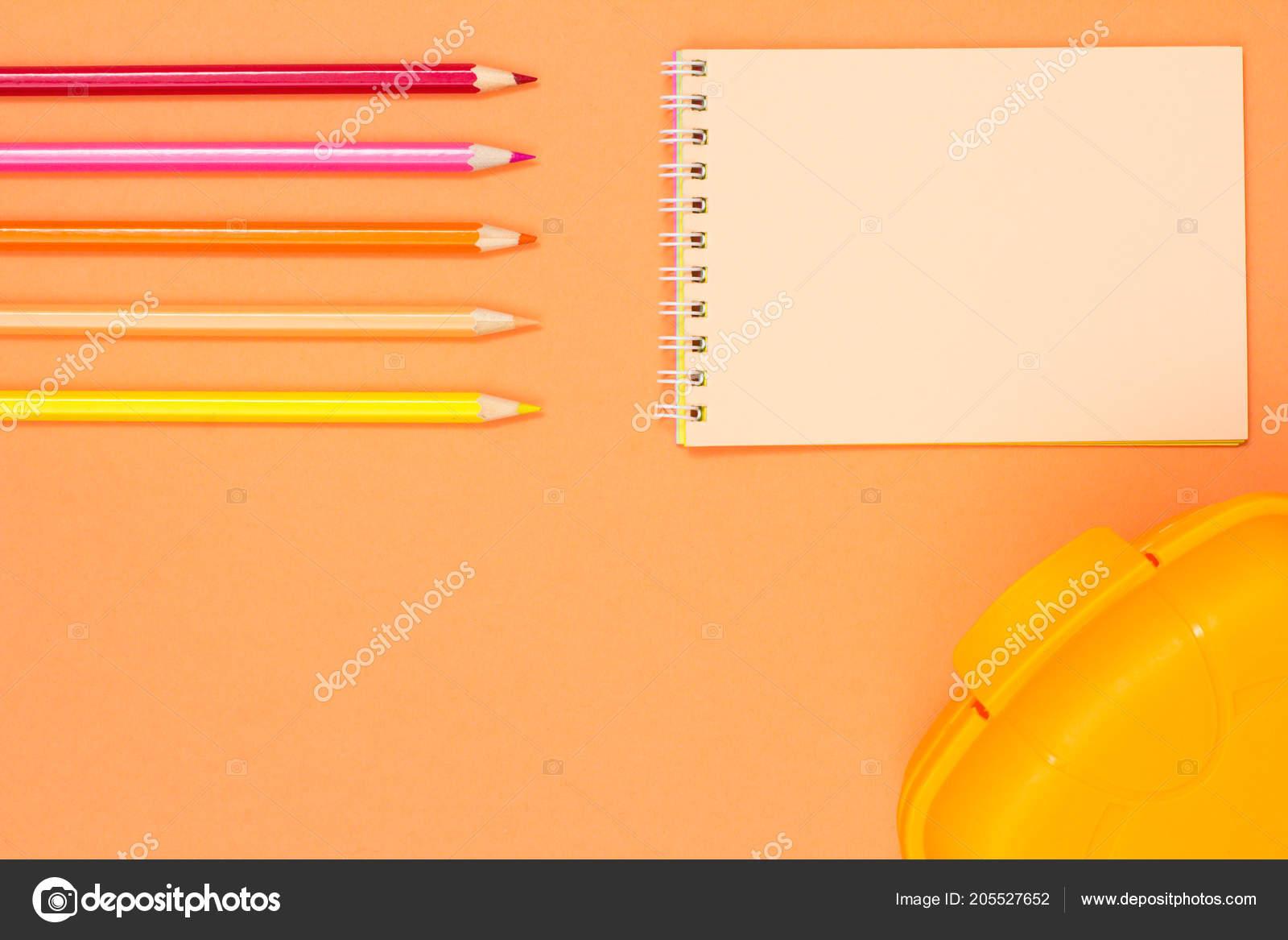 3c9ce7c00e5 Πίσω στο σχολείο έννοια. Σχολικά είδη. Παστέλ χρώματα– εικόνα αρχείου.  Μολύβια Χρώματος Σημειωματάριο Και Μεσημεριανό Γεύμα Κουτί Ροζ Φόντο Top —  Φωτογραφία ...