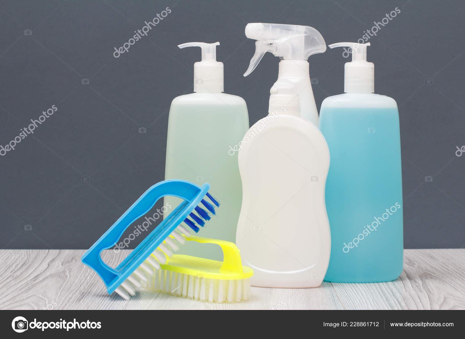 Bottiglie plastica detersivo liquido vetro piastrelle cleaner