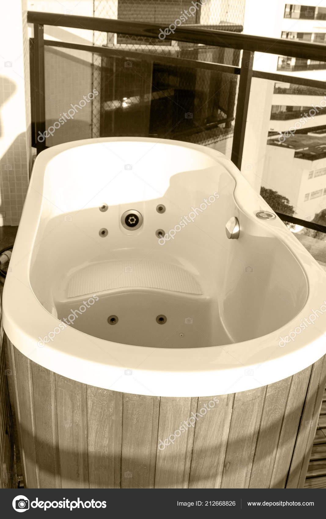 Hölzerne Whirlpool Gesundheit Luxus Balkon Entspannung ...