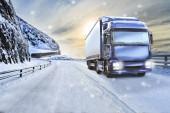 egy teherautó a téli úton, a rakomány és a szállítás vállalatok szimbolikus kép