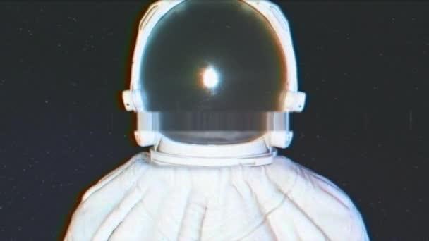 Körkörös fény villog körül egy űrhajós a csillagos háttér.