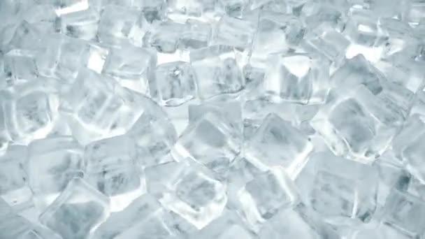 Jégkocka a hideg italok. Forgatás a jégkockát a kristálytiszta víz. Folytonos hurok 3D-renderelés