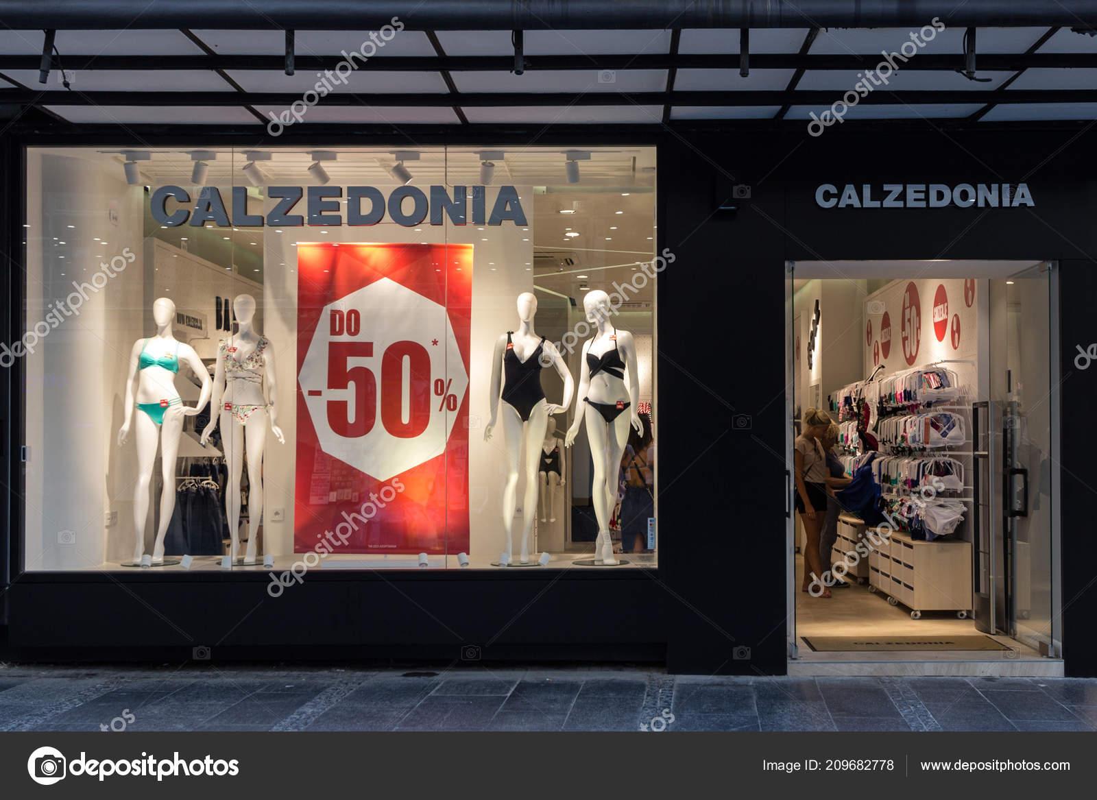 cbc8fcd96 Belgrado, Sérvia - 14 de agosto de 2018: Logotipo da Calzedonia em sua  principal loja em Belgrado. Calzedonia é uma marca de varejo de moda  italiana ...