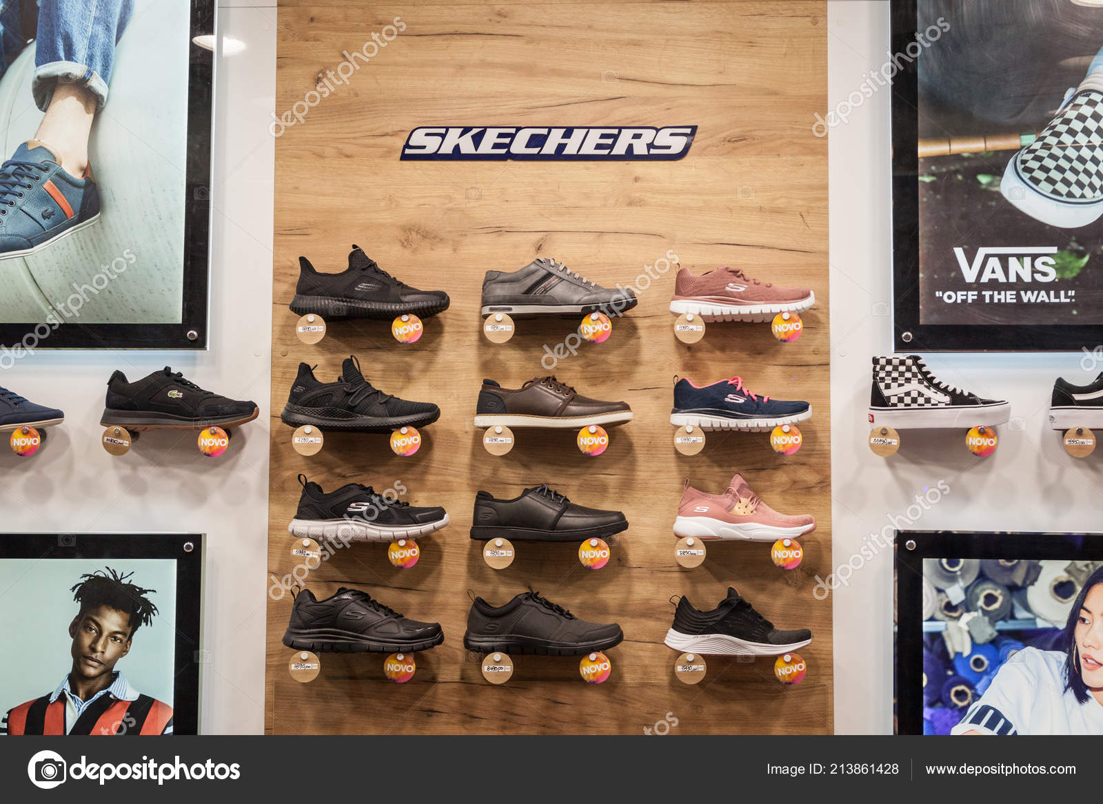 b9371b1eea58 Belgrade Serbia September 2018 Skechers Logo Sneakers Display Window Main —  Stock Photo