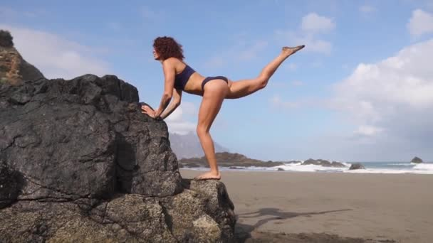 Sport girl on a beach doing lunges exercises. Concept of of a healthy lifestyle.