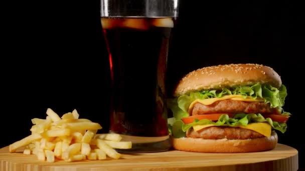 slanina sýr hamburger s hovězí patty rajče cibuli