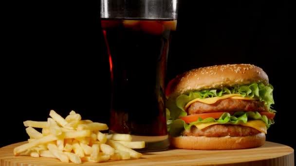 dvojitý sýr burger s jalapeňo rajče cibuli