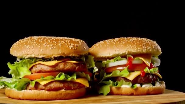 Lahodné grilované hamburgery