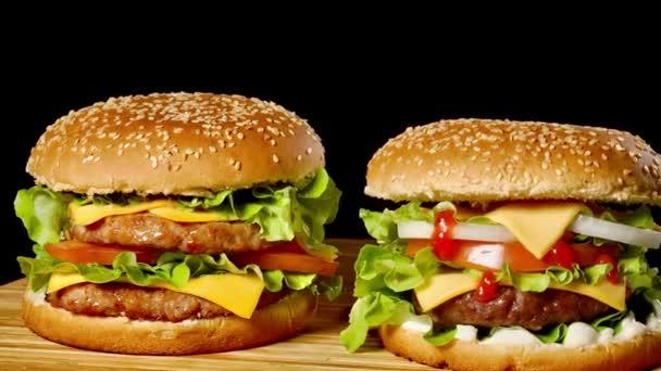 Lahodné grilované hamburgery vyrobené doma