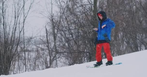 Použijte svůj smartphone k fotografování krajiny při snowboardingu na sjezdovce