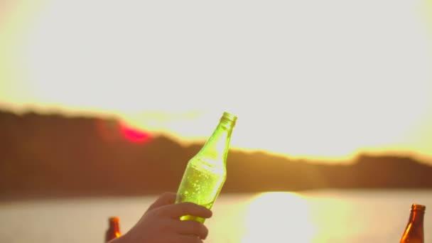 Cink pivo na letní párty