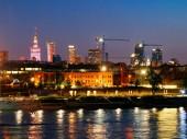 Night panorama a Visztula körutak és Varsó. Lengyelország