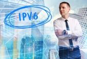 Fotografie Das Konzept der Wirtschaft, Technik, Internet und Netzwerk. Junger Geschäftsmann mit Inschrift: Ipv6