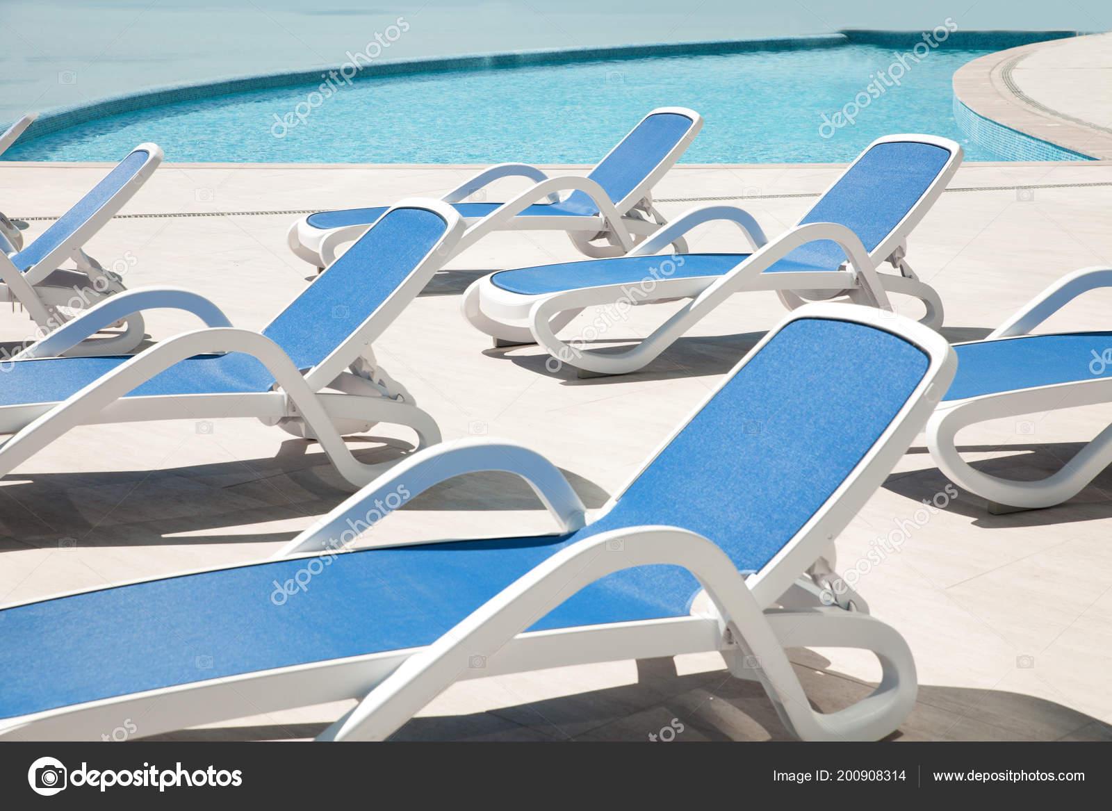 Resort Bleu Chaise Longue Bord Spa Piscine Photographie Concept — vnOmN8y0w
