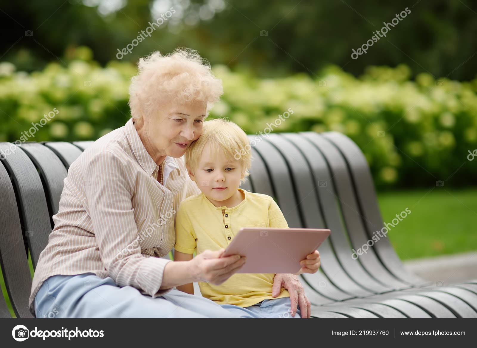 nagymama unokája milyen gyakran beszélgetsz egy srácgal a randevúdat