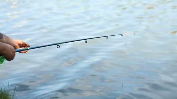 Horgászbottal a folyó halászati