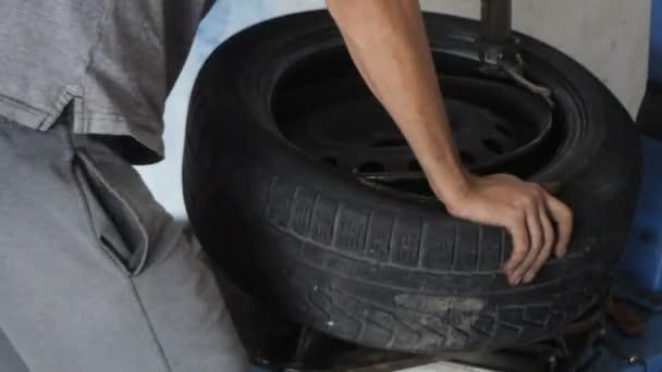 Autó szerelő javítás autó kerék az autó javítás benzinkút