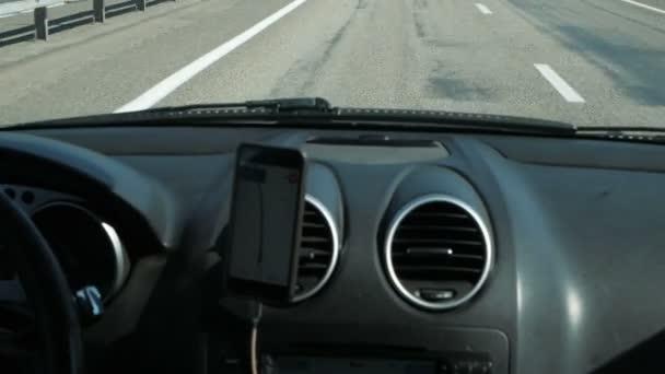 smartphone v používání automobilů pro navigace a Gps