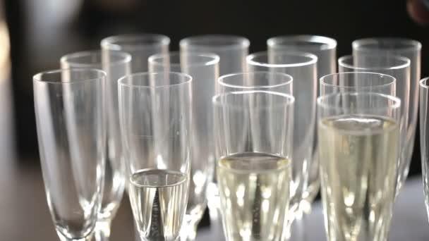 Brýle s šampaňským. Zavřít